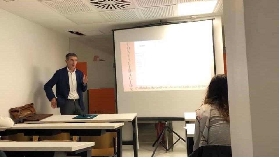 Jornada en el Colegio de Economistas de Córdoba